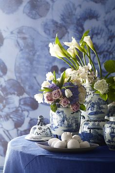 Hand-painted traditional Chinese design adds a classic touch