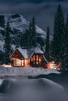 Fantasy white and blue cozy winter aesthetic. Winter Cabin, Winter House, Cozy Winter, Cabin Homes, Log Homes, Beautiful Places, Beautiful Homes, Beautiful Pictures, Mountain Wallpaper