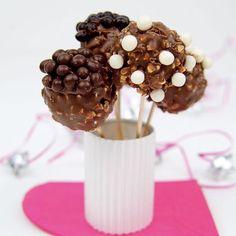 Recette de pop cakes sucrés. Recette de pop cakes crunchy extraite du livre Pop Cakes par Stéphanie de Turckheim chez Tana Éditions.