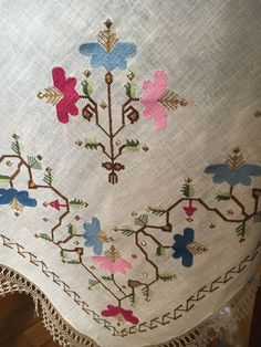 A stitch in time saves the mind. Hand Embroidery, Embroidery Designs, Turkish Fashion, Embroidery Techniques, Bargello, Textile Design, Decor Crafts, Folk Art, Needlework