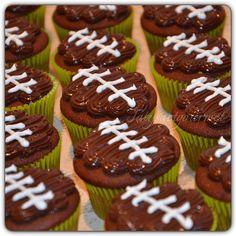 "Watching the Super Bowl 🏈 with those delicious Hershey cupcakes with ""Brigadeiro""...Go Seahawks!!!! #tatysartgourmet"
