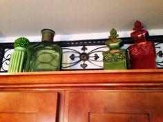 Tuscan design – Mediterranean Home Decor Top Of Cabinets, Above Cabinets, Tuscan Design, Tuscan Style, Decorating Above Kitchen Cabinets, Kitchen Decor, Kitchen Ideas, Kitchen Drawing, Tuscan Decorating