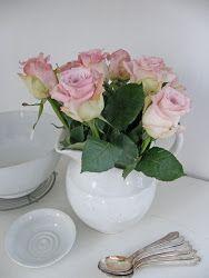 The staple of every Shabby Chic home.  Vackra rosor