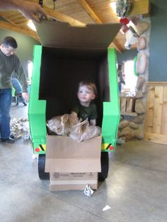 my son continued to play with his cardboard garbage truck (and eat meals in it and nap in it, etc) for weeks before we donated it to daycare. it is still seeing lots of miles. Harry Birthday, 3rd Birthday Parties, Boy Birthday, Garbage Truck Party, Trash Pack, Garbage Recycling, Boy Party Favors, Party Themes For Boys, Construction Theme