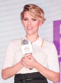 La coupe courte avec mèche de Scarlett Johansson