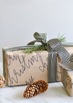 That's a Wrap! 10 Chic + Cozy Christmas Gift Wrapping Ideas - The Sweetest Occasion - - Check out modern and cozy Christmas gift wrapping ideas plus hundreds of Christmas party ideas, Christmas cocktail recipes, Christmas cookie recipes + more! Cozy Christmas, Homemade Christmas, Diy Christmas Gifts, Holiday Gifts, Christmas Decorations, Christmas Recipes, Christmas Parties, Christmas Ideas, White Christmas