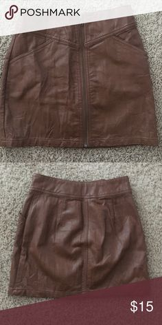 H & M skirt H & M brown faux leather skirt. Zipper in front. Size small H&M Skirts Mini