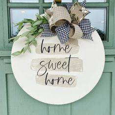Wooden Door Signs, Front Door Signs, Porch Signs, Front Door Decor, Fall Wooden Door Hangers, Wood Circles, Painted Doors, Diy Door, Diy Signs