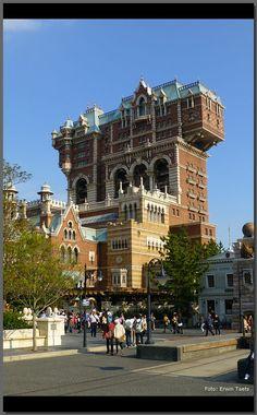 Tower of Terror Unusual Buildings, Interesting Buildings, Amazing Buildings, Beautiful Architecture, Art And Architecture, Beautiful Castles, Beautiful Places, Castle House, Tower Castle