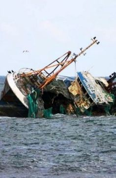 Accidents and disasters associated with ships and yachts . Abandoned Ships, Abandoned Places, Ship Breaking, Scottish People, Ghost Ship, Oceans Of The World, Shipwreck, Sailing Ships, Underwater