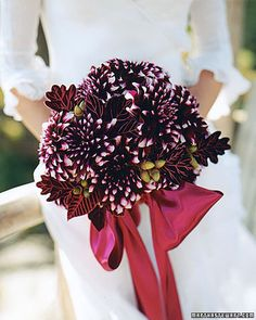Google Image Result for http://www.marthastewartweddings.com/sites/files/marthastewartweddings.com/ecl/images/content/pub/weddings/2000Q3/msw_fall00_bouquet_shapes_xl.jpg