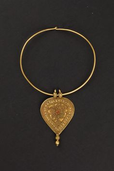 Southern India | Gold pendant and choker from the beginning of the 1900s.