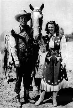 28 Amazing Vintage Photos Show the Sweet Love of Roy Rogers and Dale Evans in Their Marriage Years