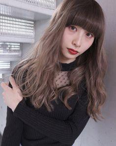 自分に似合うキュートな髪色にしたい! そんなときには透明感たっぷりのヌーディーベージュカラーがおすすめです♪ ヌーディーベージュは日本人の肌の色に近づけているので、肌なじみが良いのが特徴。 ヌーディーベージュの最旬ヘアスタイルをご紹介するので、トライしてみてくださいね。