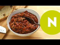 Klasszik svéd gombasaláta recept képpel. Hozzávalók és az elkészítés részletes leírása. A klasszik svéd gombasaláta elkészítési ideje: 15 perc Chili, Soup, Beef, Ethnic Recipes, Drink, Youtube, Meat, Beverage, Chile