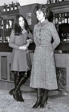 Shiny Boots, Cool Boots, Thigh High Boots, Over The Knee Boots, Sixties Fashion, Vintage Boots, Winter Beauty, Thigh Highs, Winter Outfits