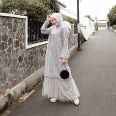 10 Potret Cantik Silvia Anggraini, Sosok Aliya di Para Pencari Tuhan Jilid 12 Dress Brokat Muslim, Dress Brokat Modern, Gaun Dress, Dress Brukat, Hijab Dress Party, Kebaya Muslim, Muslim Dress, Party Dress Outfits, Dress Muslim Modern