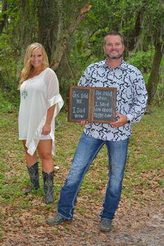 Engagement photo . Photography . Country wedding . Rustic wedding