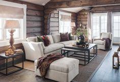 En klassisk sofa med unik sittekomfort. Denne sofaen har en utrolig eleganse og kan leveres med fine, antikke nagler, store puter med duntopp og flotte buede vanger. Om sittekomforten er noe du vektlegger høyt, er Bradford ett førstevalg. Sofaen har duntopp i sitte putene og revet silikon/dun i rygg. Finens som 3-seter, 4-seter og hjørnesofa Bradford, Couch, Cabin, Furniture, Home Decor, Wood, Settee, Sofa, Cabins