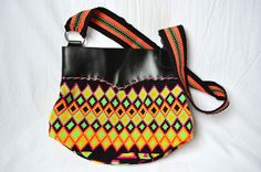 WAYUU BAG – Medium-Sized Mochila. Handwoven by a woman from the Wayuu Tribe. Leather & Diamonds. AVAILABLE AT www.colombiart.co