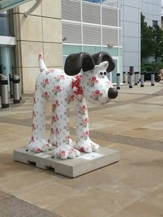 That is so funny, a Cath Kidston Gromit! Pip Studio, Antique Roses, Cath Kidston, Creative People, Public Art, How To Raise Money, Bristol, Street Art, Shabby Chic