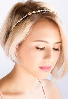 That beautiful mixed metal hairband is a lovely embellishment for her striking short blonde hairstyle. She is so pretty!