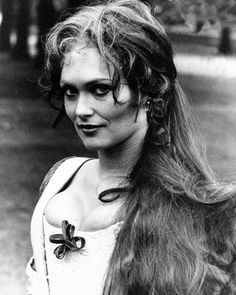 Alexandra in the Ghoul 1972 Ghoul Movie, Science Fiction Series, Scream Queens, British Actresses, Movie Photo, Designs To Draw, Horror Movies, Pin Up, Champion