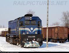 2044 008 HŽ - Hrvatske željeznice 2044 at Varaždin, Croatia by HR-rail-spotter