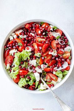 Salad with cherry tomatoes, pomegranate and feta Healthy Vegetarian Food : Raw Food Recipes, Veggie Recipes, Healthy Dinner Recipes, Salad Recipes, Diet Recipes, Vegetarian Recipes, Cooking Recipes, Ensalada Thai, Healthy Cooking