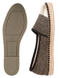 Exuding the confidence of someone who knows what she wants and does not need to explain - VITA. Flat Loafer Espadrilles Flat loafer style espadrilles with metallic leather toecap. Woven fabric upper stitched by hand to jute espadrille platform with natural rubber [...]