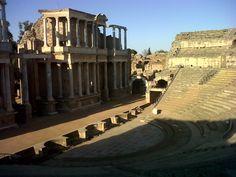 Roman Theatre, Merida (Spain) I find archeology really interesting // Teatro Romano, Mérida (España) La  arqueología es algo que me parece muy interesante