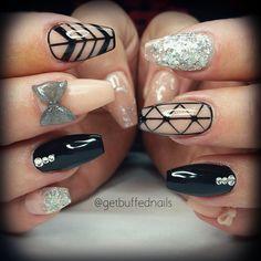 Fresh Nails black and silver ♡ Pointer nail inspired by @decorateddigits x Super shiney #gellyfit #gelpolish and #bow from @gellyfitaustralia #glitter from @glitter_heaven_australia #getbuffednails #handpainted #instanails #ignails #notd #nailprodigy #nailartmelbourne #nailtech #cutenails