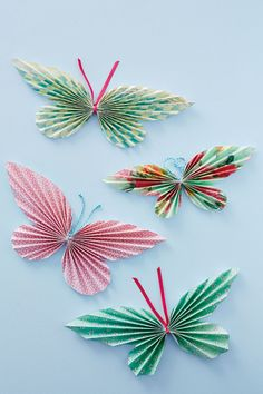 42 Ideas For Origami Papillon Guirlande Kids Crafts, Diy And Crafts, Arts And Crafts, Easy Crafts, Origami Butterfly, Butterfly Crafts, Butterfly Mobile, Butterfly Wedding, Wedding Flowers