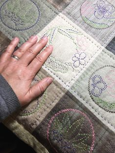 Folk Embroidery Tutorial Quilting with Sashiko – The Ardent Thread Embroidery Materials, Folk Embroidery, Japanese Embroidery, Hand Embroidery Patterns, Embroidery Stitches, Embroidery Designs, Machine Embroidery, Knitting Stitches, Beginner Embroidery