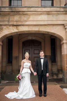 Province House is always a lovely backdrop for beautiful wedding photos! Photo by Rachel Peters Photography. #Charlottetown #ProvinceHouse #PEI #RPP