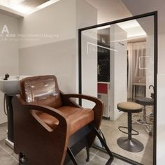 미용실 인테리어 스투디오올라 Beauty Shop, Chair, Interior, Furniture, Design, Home Decor, Recliner, Indoor, Homemade Home Decor