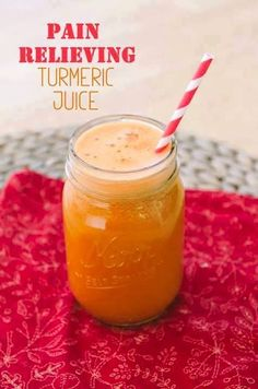 How To Make A Pain Relieving Turmeric Juice. This pain relieving turmeric juice drink is not only a great pain reliever but also works as a natural energy booster. Turmeric Juice, Turmeric Smoothie, Juice Smoothie, Turmeric Recipes, Turmeric Health, Tumeric Face, Healthy Juices, Healthy Smoothies, Healthy Drinks