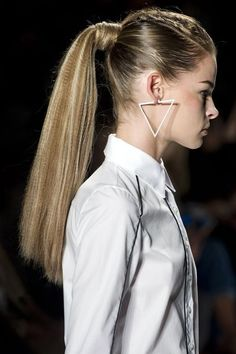 Crimped Hair Ponytail - Hairstyles Hair Ideas, Cut And Colour Inspiration Dance Hairstyles, Ponytail Hairstyles, Cool Hairstyles, Hair Ponytail, Crimped Hairstyles, Summer Hairstyles, Runway Hair, Runway Makeup, Bad Hair