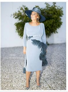 Madre novia Mother Of The Bride Gown, Mother Of Groom Dresses, Fashion Forever, Fashion Over 50, Couture Dresses, Beautiful Bride, Wedding Styles, Evening Dresses, Short Dresses