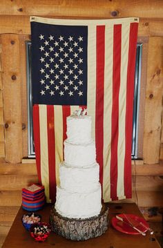 Add an extra pop of patriotism to your wedding with an American Flag! #summer #weddingideas {James Moes Photography}