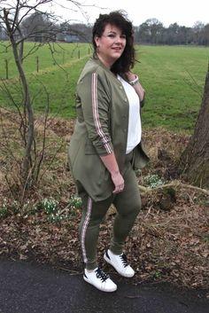 Gets, broek en blazer, army green, groen, broek grote maten met streep bies op zijkant