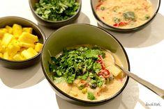 Heute zeige ich euch meine Expressvariante der thailändischen Kokosmilchsuppe. Sie ist sehr schnell gekocht, sehr variabel, super verträglich und auch vegan oder mit Fisch möglich.