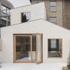 Al-Jawad Pike combines robust and affordable materials for extension to Peckham house London architecture office Al-Jawad Pike used pigmented concrete blockwork for the exterior and interior of this two-storey extension to a Victorian. House Extension Design, Extension Designs, House Design, London Architecture, Architecture Office, British Architecture, Narrow Kitchen Extension, Rear Extension, David Chipperfield Architects