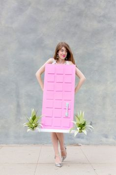 "How To Make A ""That Pink Door"" Costume | studiodiy.com Easy Homemade Halloween Costumes, Halloween Kostüm, Couple Halloween Costumes, Cool Costumes, Diy Couples Costumes, Gumball Machine Costume, Diy Gumball Machine, Costume Chat, Meme Design"