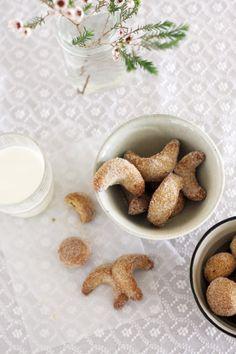 Mexican Wedding Cookies - Cuernitos de Nuez