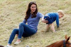 Hoppala! Da muss Herzogin Kate ihrem kleinen George ein bisschen nachhelfen.