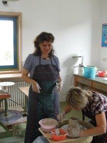 Toepferkurse bei Keramik Auf der Spek - Toepferei Keramik Auf der Spek, Drehen auf der Toepferscheibe,  ©  Katharina Heusinger
