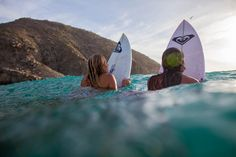 Stephanie Gilmore and Monyca Eleogram finding a shady spot between sets. #ROXYsurf