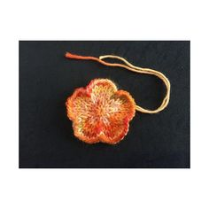 The flower is work seamlessly in the round.You can use double pointed needles or circular needle long enough to do magic loop. Knitted Flowers Free, Knitted Flower Pattern, Flower Patterns, Crochet Patterns, Magic Loop, Universal Yarn, Christmas Knitting Patterns, Plymouth Yarn, Lang Yarns