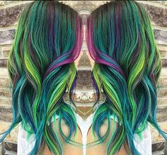 Peacock hair color trend is gorgeous and captivating: Bold and bright